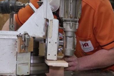 Ouvrier faisant un travail du bois